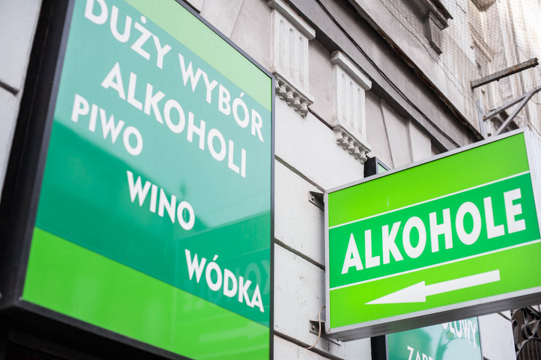 PHOTO KRZYSZTOF KALINOWSKI LOVEKRAKOW.PL KRAKOW SKLEP MONOPOLOWY N/Z ALKOCHOL 2015-04-14 MONOPOLOWY ALKOCHOL ALKOCHOLE VODKA WODKA