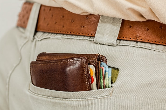 wallet-cash-credit-card-pocket