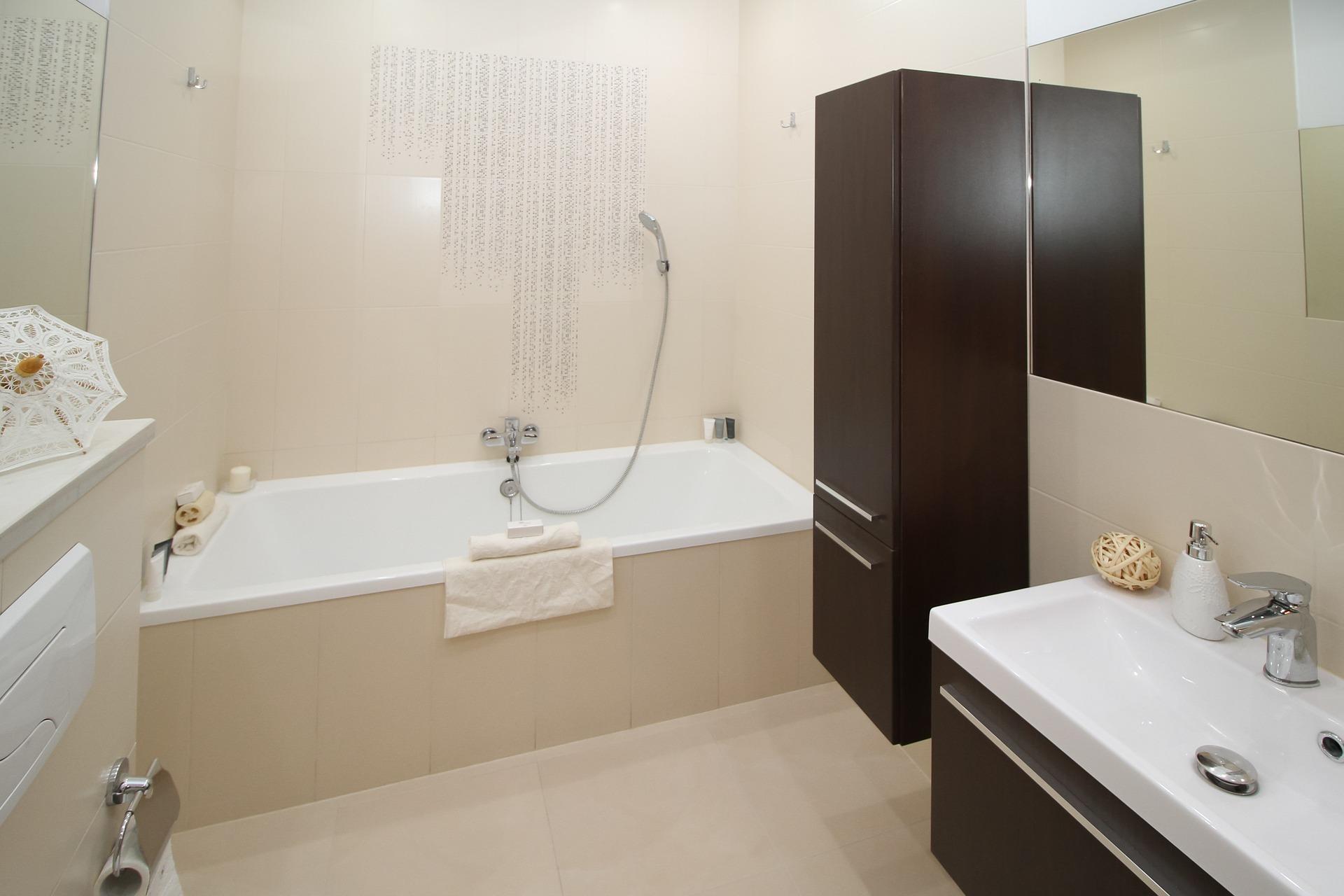 bathroom-2094735_1920