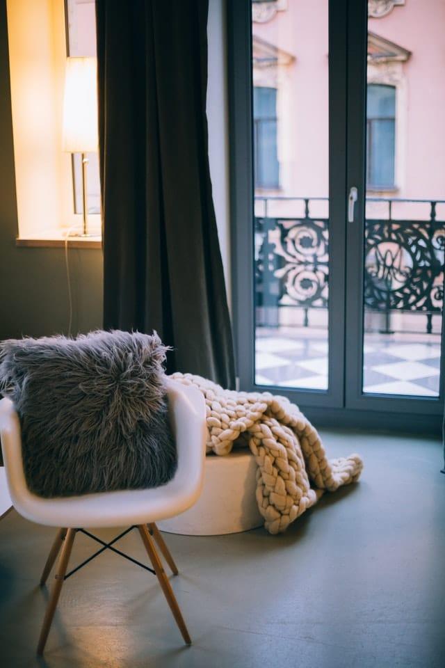 apartment-chair-curtain-769585