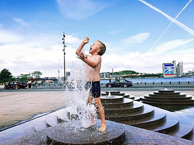 boy-child-fountain-1358976