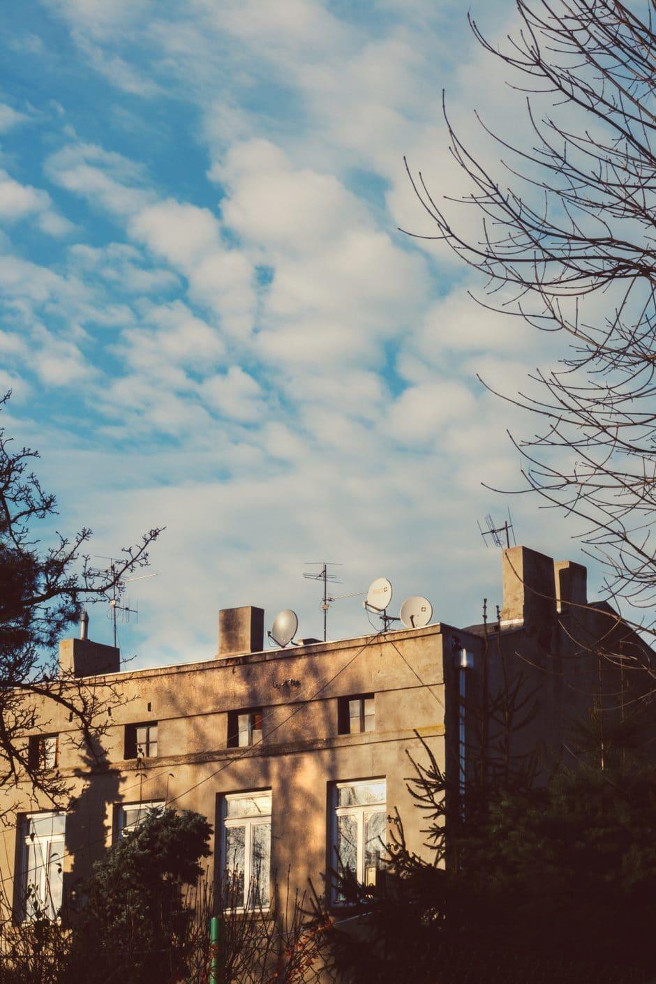tenement-house-blue-sky-5533