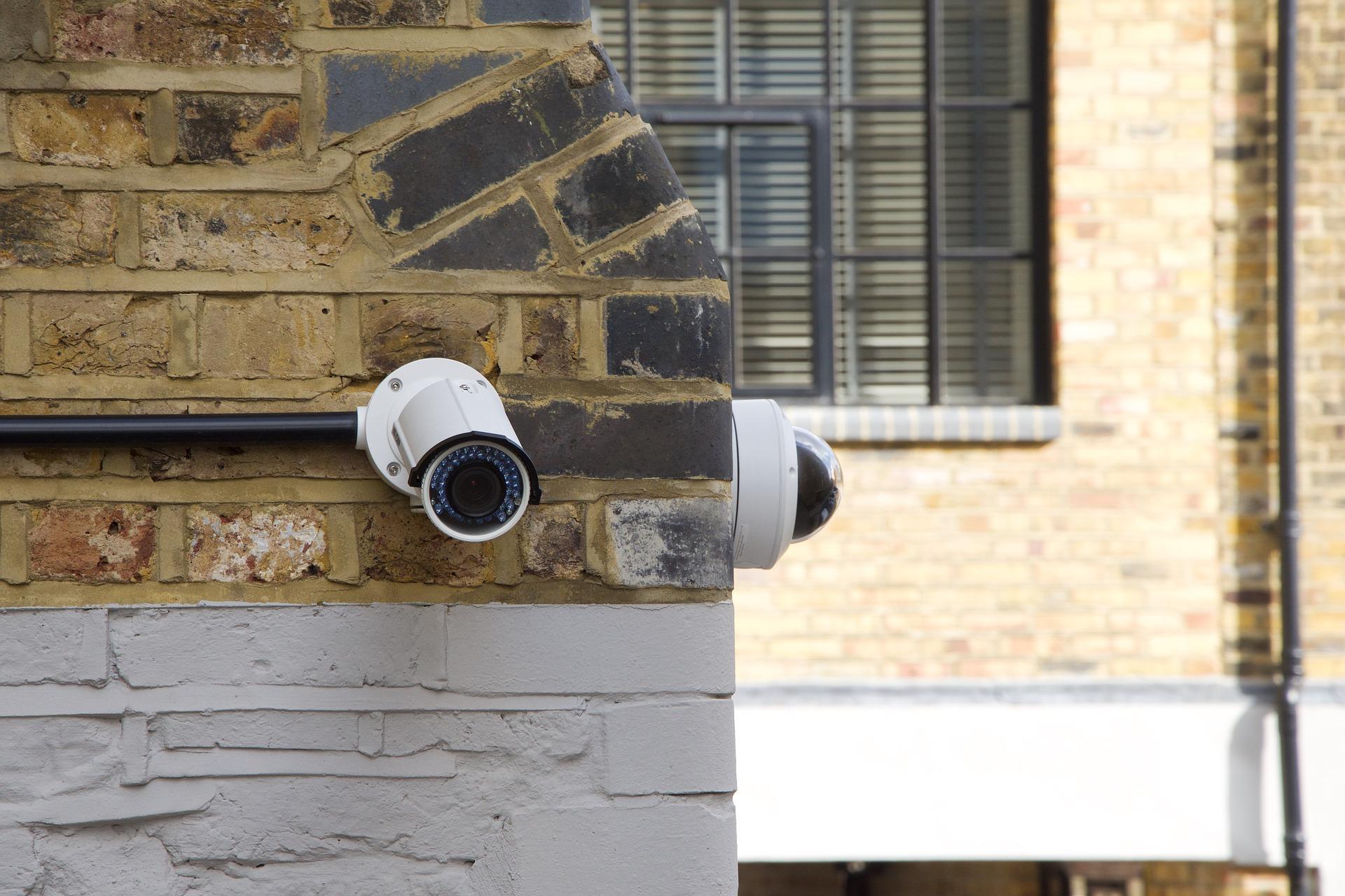 Kamera i alarm podstawowym zabezpieczeniem każdego domu