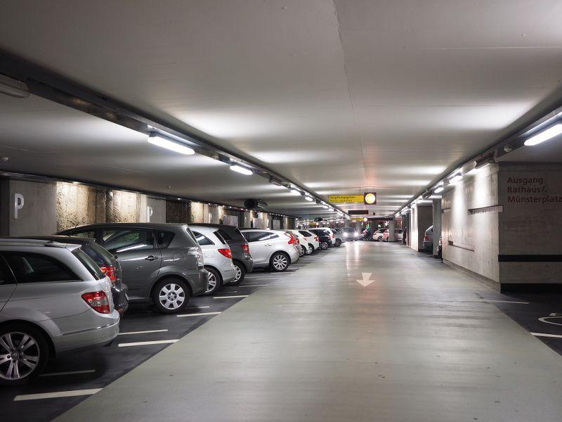 Parking przy lotnisku Kraków-Balice_800x600