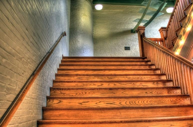 sprawdzone-pomysly-na-oswietlenie-schodow-wewnetrznych